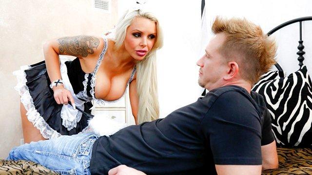 Смотреть Порно Бесплатно Озабоченный мажор пердолит в сочную задницу зрелую домработницу с огромными дойками видео