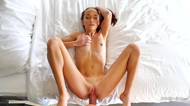 Смотреть Порно без Регистрации Миниатюрная девушка после душа насаживается на громадный хуй мощного факера видео
