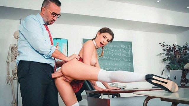 Смотреть Секс Смазливая потаскушка показывает высший класс по траху на анальном тренинге видео