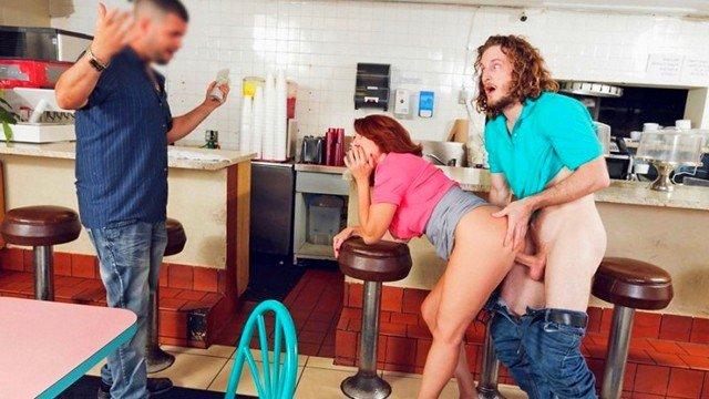 Смотреть Порно без Регистрации Брутальный паренек горячо оттрахал зрелую официантку пока другой посетитель ждал заказа видео