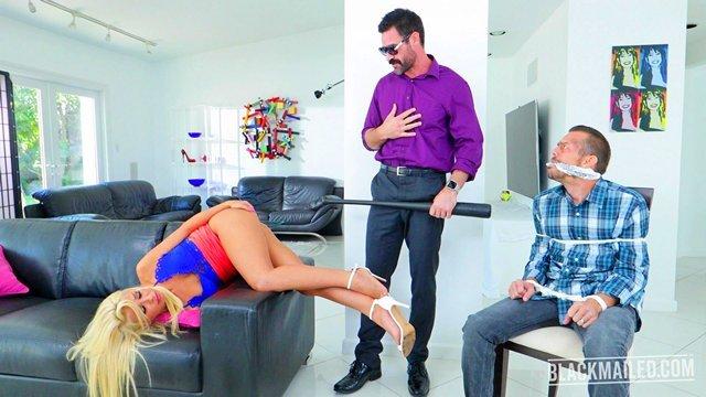 Смотреть Порно без Регистрации Усатый вымогатель выебал загорелую красотку перед связанным мужем за большие долги видео