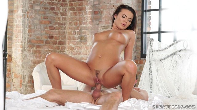 Смотреть Бесплатно Порно Совершенная девушка чувственно совокупляется с выносливым хахалем в постели видео