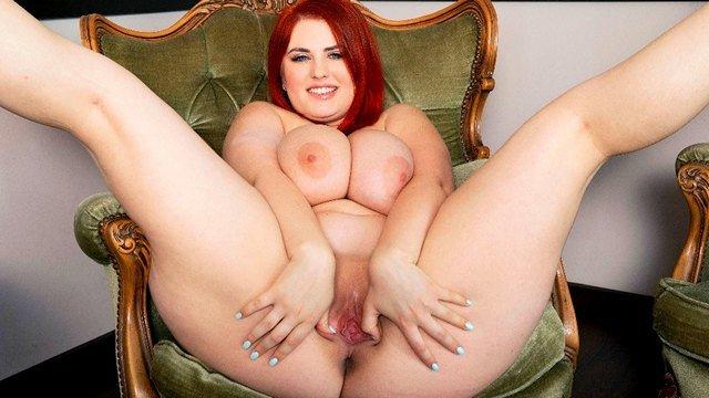Смотреть Порно Фильмы Рыжеволосая толстушка мастурбирует побритую пизденку до бурного оргазма видео