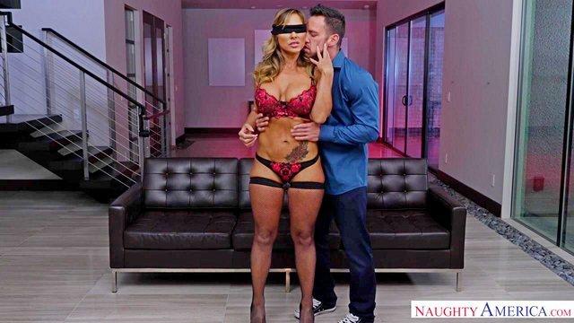 Смотреть Порно Онлайн Муж заказал для бывшей жены хуястого кочка, предварительно завязав ей глазки видео
