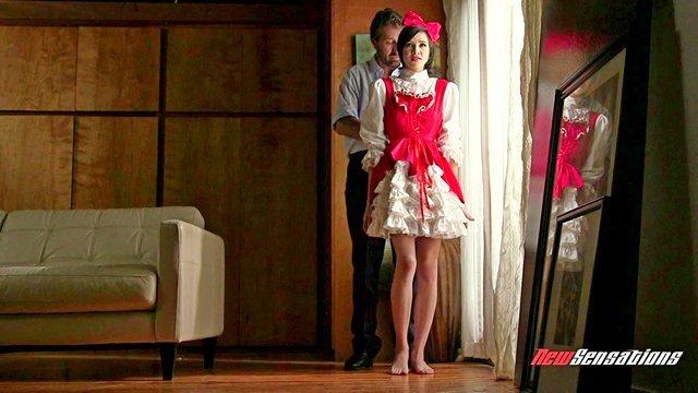 Смотреть Бесплатно Порно Брутальный дед одел внучку в костюм красной шапочки, а сам притворился волком видео