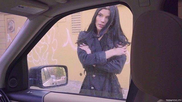 Порно Смотреть Черноволосая красавица за день успела ублажить таксиста целых три раза видео