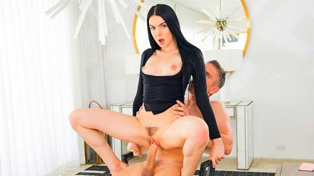 Смотреть Порно Онлайн Замужняя женщина сурово трахается на большом члене босса по всему жилищу видео