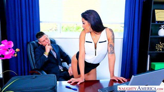 Смотреть Порно Онлайн Латинская секретарша с массивной жопой совратила босса на жесткий секс видео