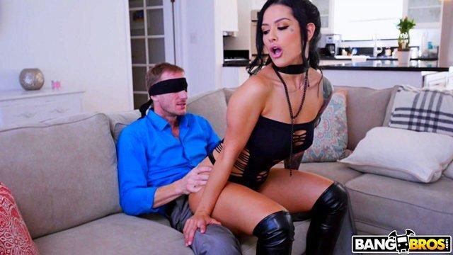 Смотреть Бесплатно Порно Скучающему мужику досталась самая очаровательная проститутка в всем городе видео