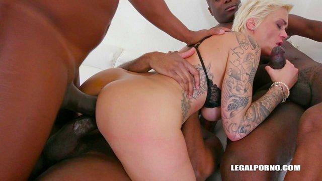 Смотреть Бесплатное Порно Бригада чернорабочих раздуплила анал своей зрелой нанимательнице с мужской стрижкой видео