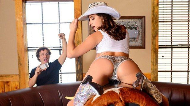 Смотреть Порно Онлайн Голая ковбойша в сапогах жестко пердолится парнем после скачек на быке видео