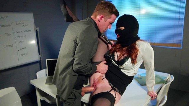 Смотреть Бесплатное Порно Спецагентша из ЦРУ пробралась в главный штаб врага, но ее там ждал хуястый сюрприз видео