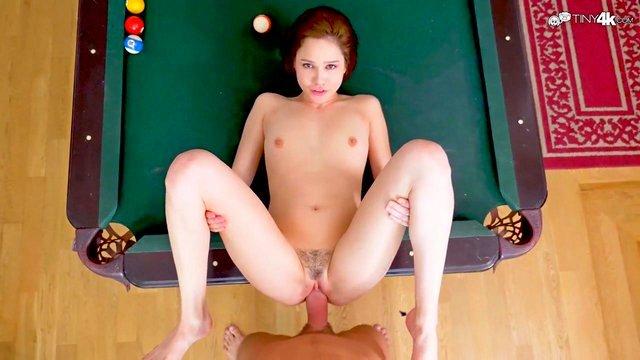 Смотреть Бесплатно Порно Вкусная брюнетка с волосатой писей трахается на бильярдном столе от 1-го лица видео