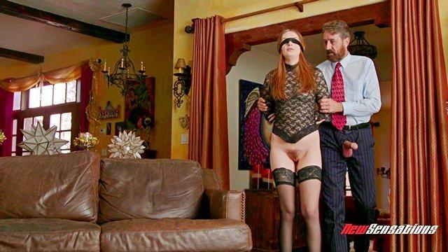 Смотреть Бесплатное Порно Рыжеволосая манда предвкушает скорое проникновение членов в свои дырки видео