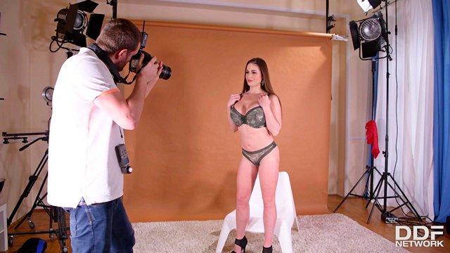 Смотреть Порно без Регистрации Фотограф по прозвищу «вибратор» показал свое истинное лицо, оттарабанив цыпу видео