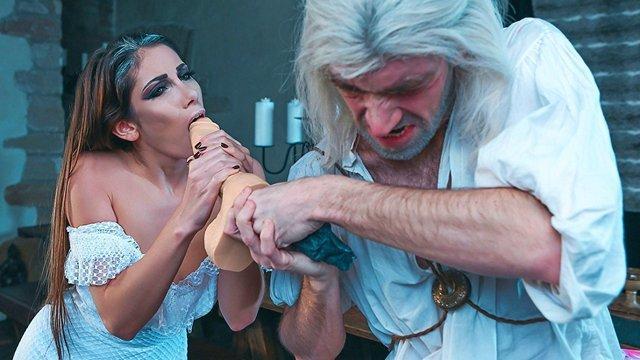 Смотреть Порно Бесплатно Ведьмак отканифолил ведьму, промышлявшую резиновыми членами на весь остров видео