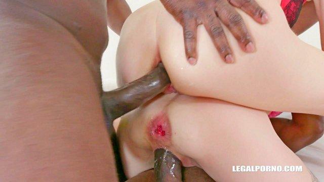 Смотреть Бесплатное Порно Большие черный дяди своими боеголовками раздуплили белым девочкам все входы и выходы видео