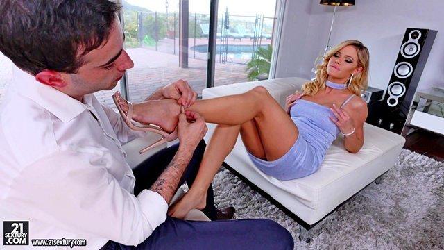 Смотреть Порно Джесса Родес приятно удивил размер болта нового бойфренда и она оформила ему зачетную еблю между сисек видео