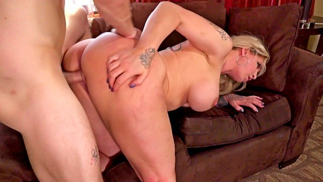 Смотреть Порно Ролики Пизда мясистой начальницы чуть не треснула от такой грубой ебли видео