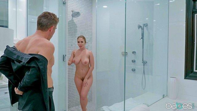 Смотреть Порно Онлайн Богатая разведёнка с шикарной жопой и сиськами теперь соблазняет бизнес-партнера своего бывшего мужа видео