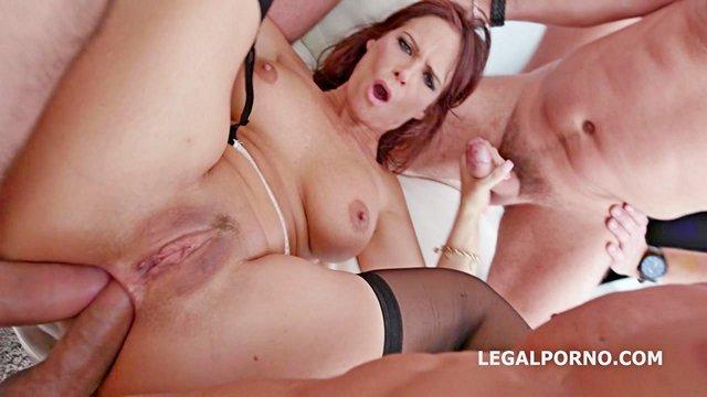 Смотреть Порно Зрелая баба попала на жестокую ганг-банг оргию с двойным и тройным проникновением в анал видео