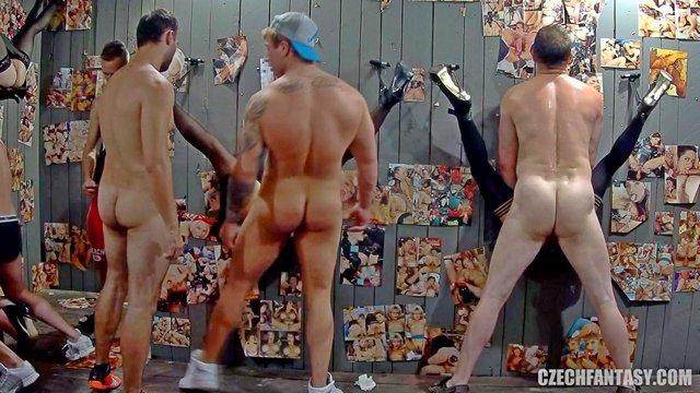 Смотреть Порно Ролики В восточноевропейском борделе мужики трахают проституток через дырку в стене видео