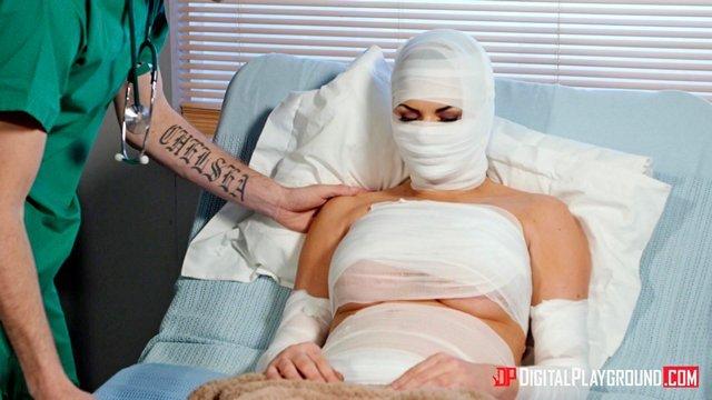 Смотреть Бесплатное Порно Пластический хирург сделал из зрелой женщины силиконовую бабу-мутанта и выебал своей дубиной видео