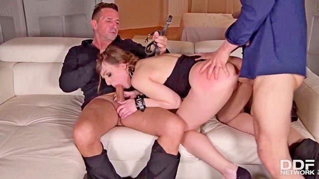 Порно Смотреть Молодая смазливая шлюшка кричала от проникновения плетки в ее узкие дырочки видео