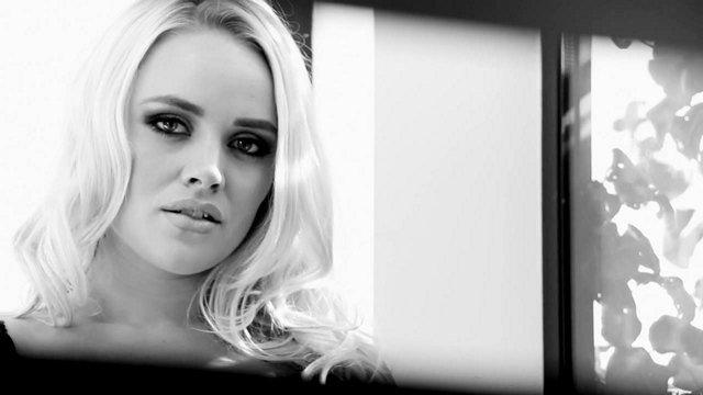 Смотреть Порно Ролики Грудастая блондинка и порно-модель жарко долбиться в сракотан, повизгивая как хрюшка видео