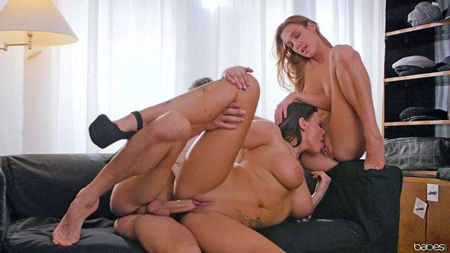 Смотреть Порно Зрелая продавщица в магазине не только посоветовала, как получше одеться, но и дала пару советов, как правильно ебаться, замутив с молодой парочкой секс втроем видео