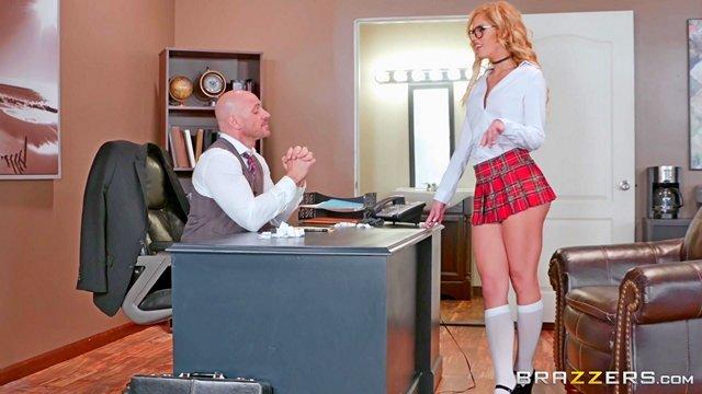 Смотреть Порно без Регистрации Дерзкая студентка в мини юбке отдалась в киску декану на столе, чтобы не вылететь с учёбы видео