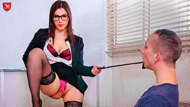 Смотреть Секс Ректор застукал молодую преподшу со студентом и потащил в свой кабинет для тройничка видео