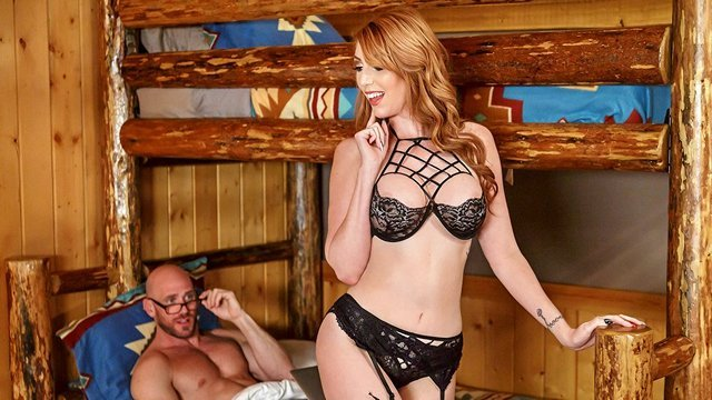 Смотреть Порно Рыженькая шлюшка в черных чулках скачет на огромном члене лысого мужлана видео