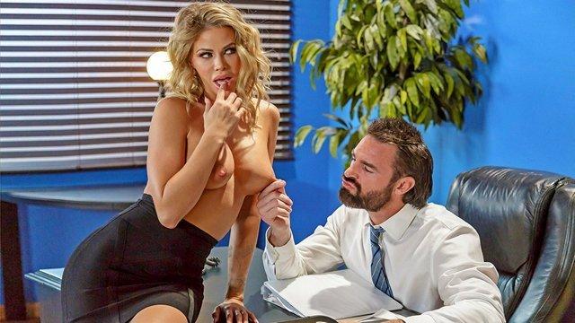 Смотреть Порно Ролики Офисная нимфоманка устраивает боссу глубокую глотку и еблю стоя раком ради повышения видео