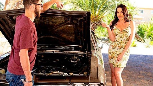 Смотреть Порно Ролики Парняга помог заводной зрелке с машиной и Дана ДеАрмонд дала ему прочистить свою мочалку видео