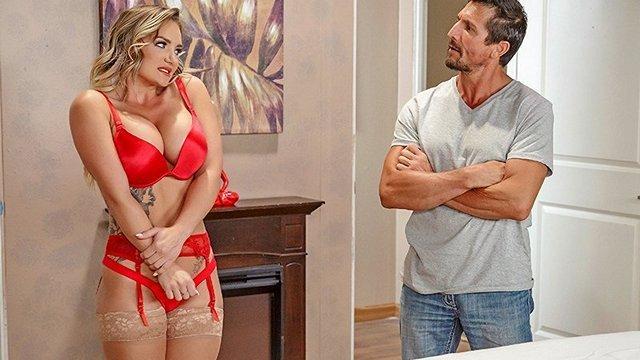 Домработница трахается с секс-машина с надувной кушеткой, порно пацана заставила лизать