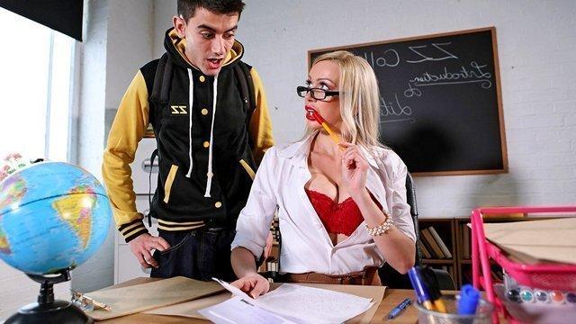 Смотреть Порно Ролики Развратная профессорша согласилась поставить худому студентику зачет только когда прокатилась на его мощном стоячем дрыне видео