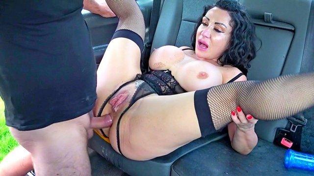 Порно Смотреть Зрелая шлюха ебется с престарелым таксистом в потрепанную пизду и рабочий анал видео