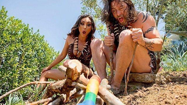 Смотреть Порно без Регистрации Телка из каменного века с помощью фалоимитатора попала в наше время и опробовала брутального самца из будущего, который показал ей настоящую похоть и страсть видео