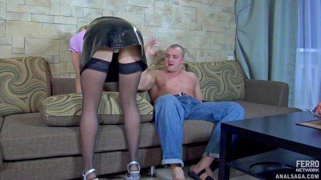 Порно Смотреть Озабоченный мужик отпердолил в тугой анал блондинистую домработницу видео