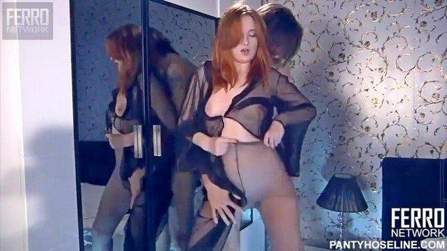 Смотреть Порно Бесплатно Рыжеволосая женушка ублажает мужа фут фетишем до бурной эякуляции видео