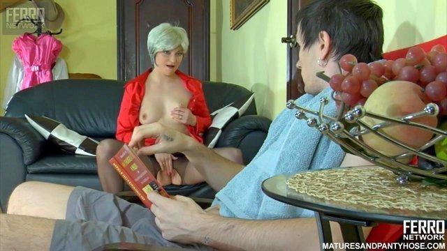 Смотреть Секс Пока муж задерживается на работе, мачеха не дает пизде простаивать и кадрит пасынка видео
