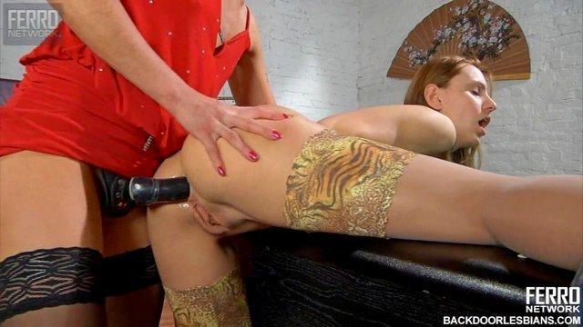 Смотреть Порно Ролики Длинноногая лесбиянка страстно пердолит страпоном нежную лесбиянку в тугой анал видео
